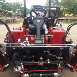 Shibaura Ride-on 5-gang reel fairway mower SR525 for Hanoi Golf